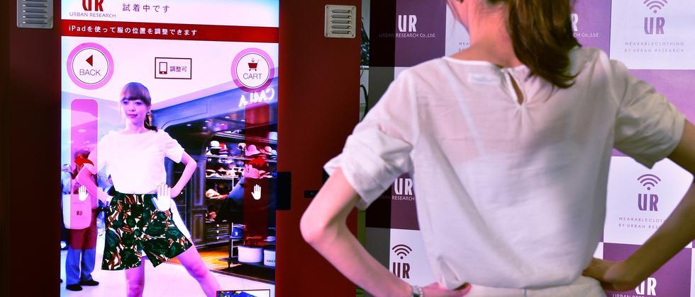 Anprobe mit Augmented Reality in Tokio