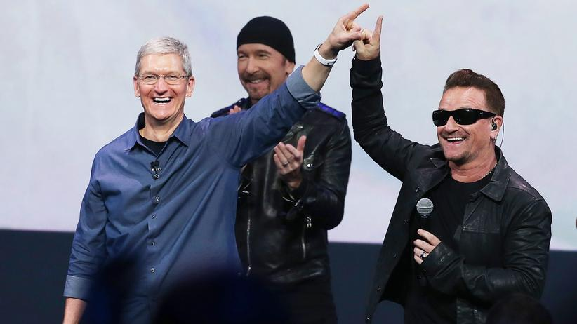 Tim Cook, The Edge, Bono