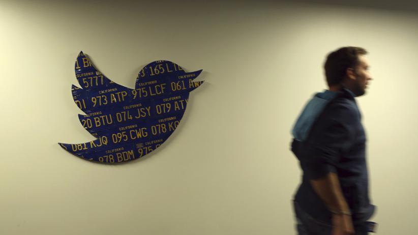 Ein Twitter-Mitarbeiter im Unternehmenshauptsitz in San Francisco: Das Unternehmen hat mit IBM einen neuen Partner.
