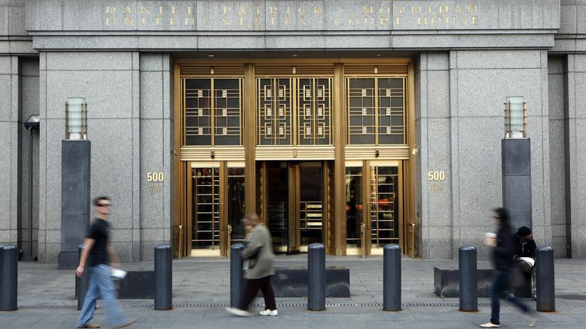 Am United States District Court gibt Richterin Katherine Forrest die Strafe gegen Ross Ulbricht bekannt.