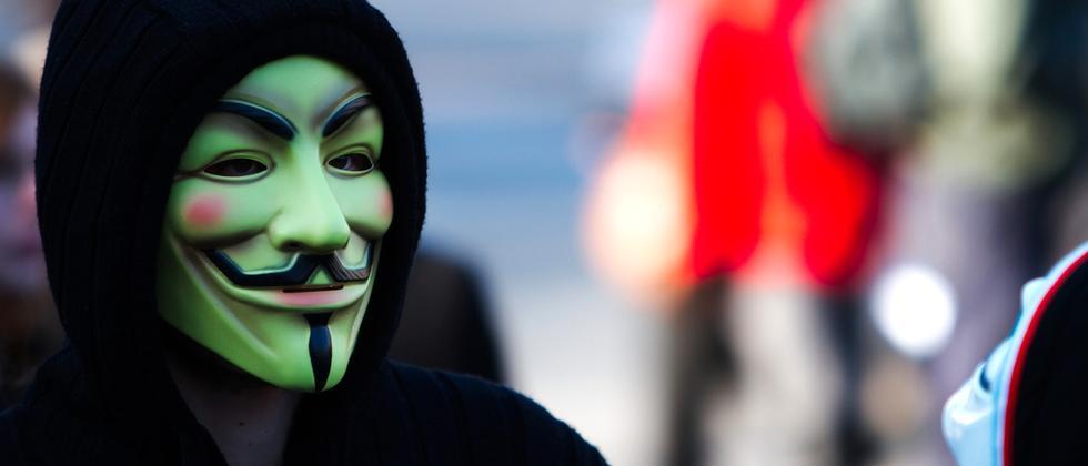 Die Guy-Fawkes-Maske ist das Symbol von Anonymous.