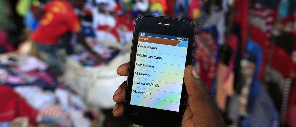 Immer mehr Menschen in Afrika nutzen mobiles Banking.