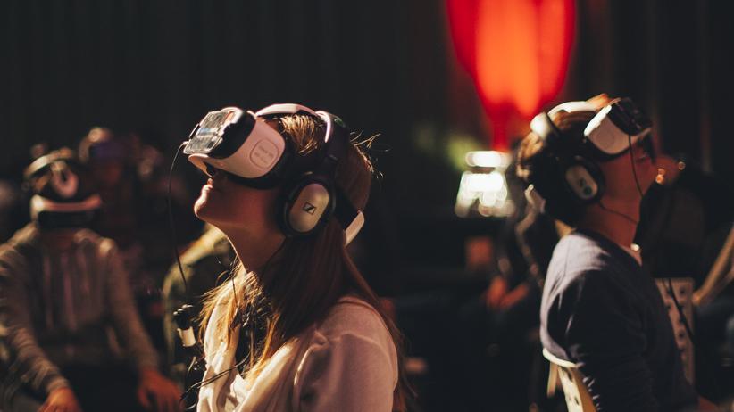 Virtuelle Realität: Im VR-Kino gibt es Drehstühle statt Kinosessel.