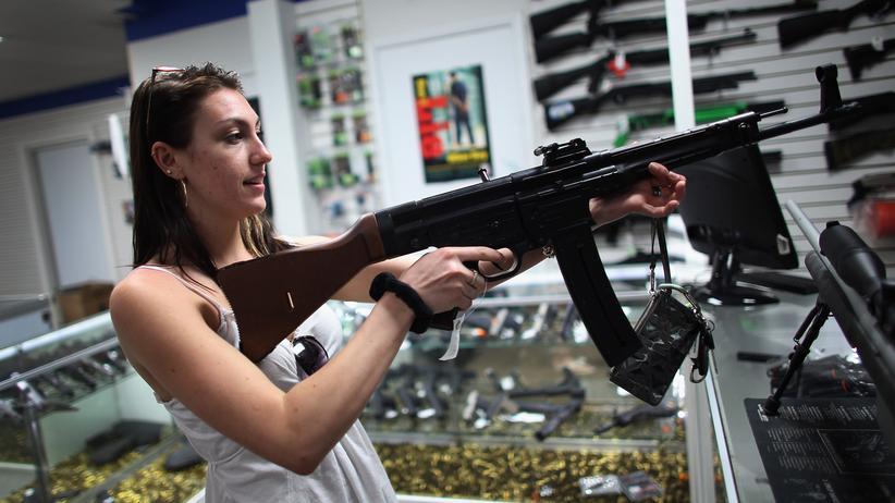 Statt bei lizenzierten Händlern kaufen viele Amerikaner Waffen privat online.