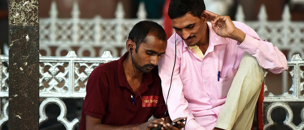 Smartphone-Nutzer in Mumbai