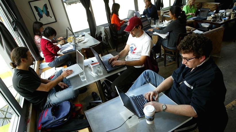 Urheberrecht: Offenes WLAN im Café: Was ist den Anbietern zuzumuten?