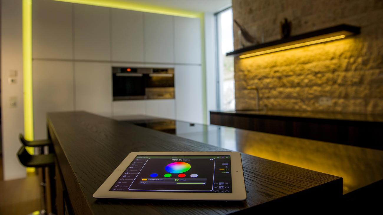 smart home spieglein spieglein an der wand mach die. Black Bedroom Furniture Sets. Home Design Ideas