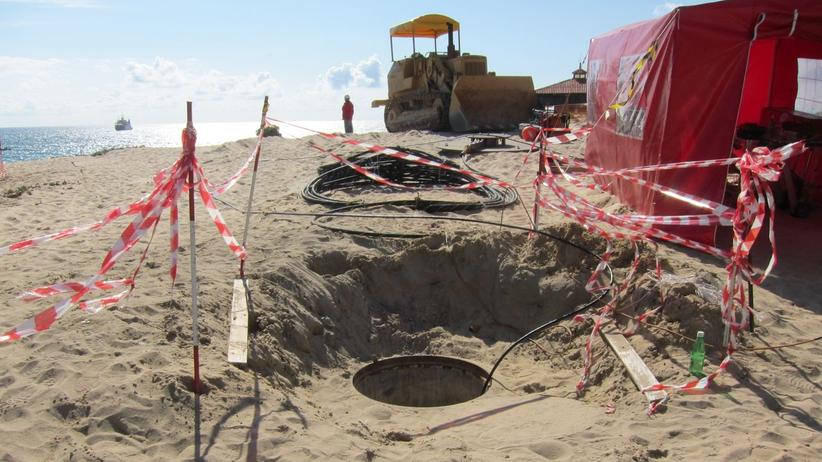 """The beach manhole"" – Landungspunkt des WACS-Unterseekabels in Portugal"
