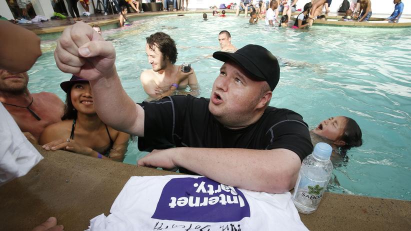 Kim Dotcom auf einer Poolparty