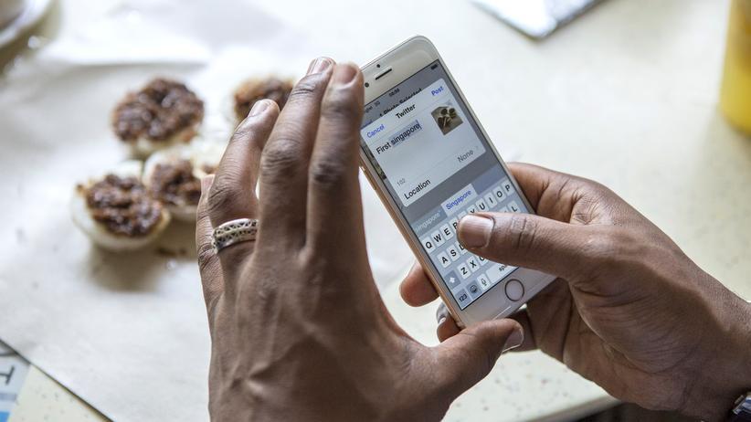 Soziale Netzwerke: Unionsfraktionschef droht Facebook mit Bußgeld
