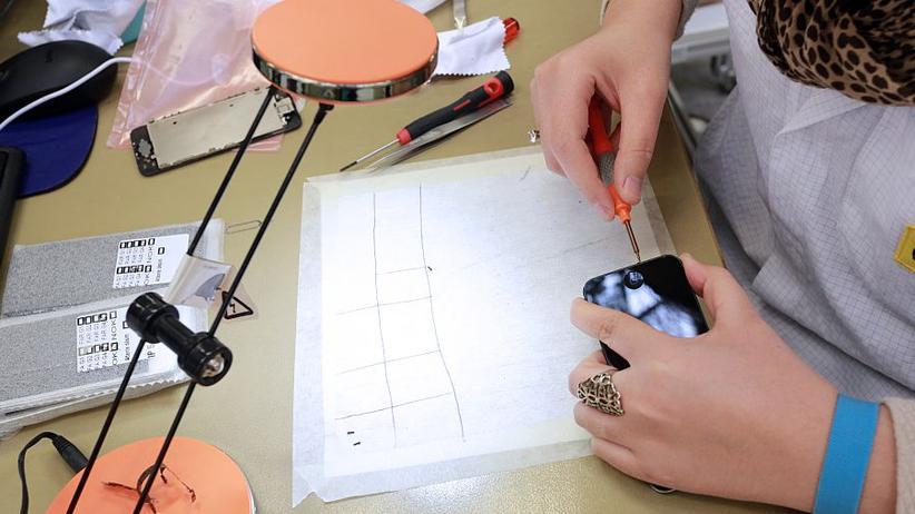 Wer ein iPhone zu reparieren hat, soll laut Apple zu autorisierten Händlern gehen.
