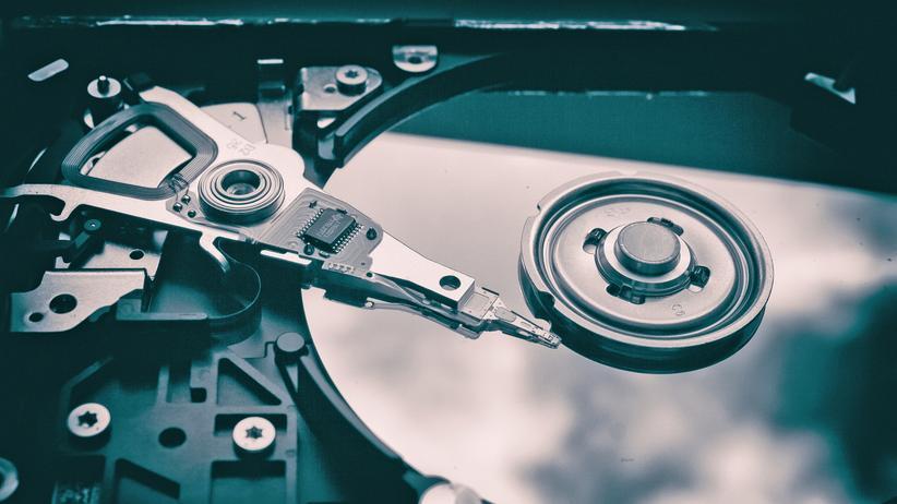 Datenspeicher: Herkömmliche Festplatten wie diese benötigen Hunderttausende oder gar Millionen Atome pro Datenbit.