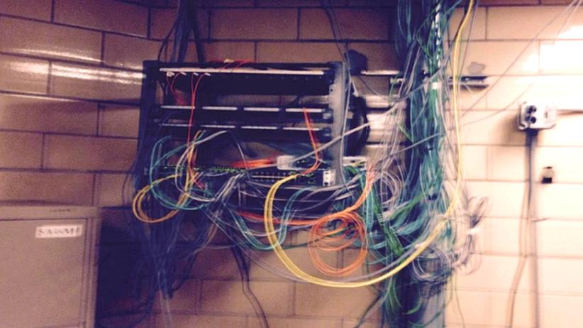 IT-Sicherheit: Über diesen Switch gelangten die Insassen ins Netz.
