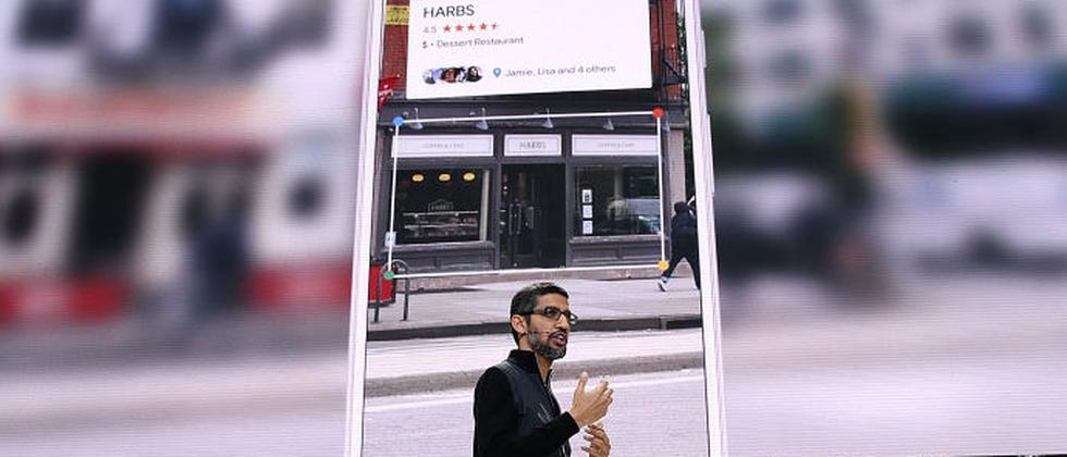 Google CEO Sundar Pichai präsentiert Lens.