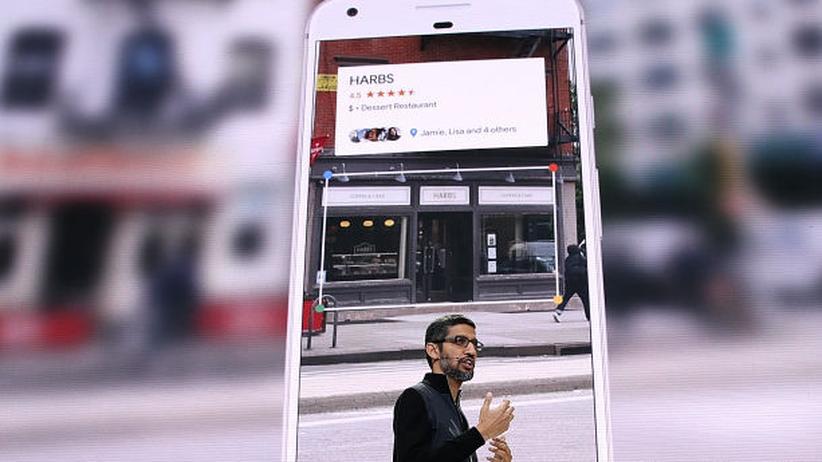 Google Lens: Google-CEO Sundar Pichai präsentiert Lens.