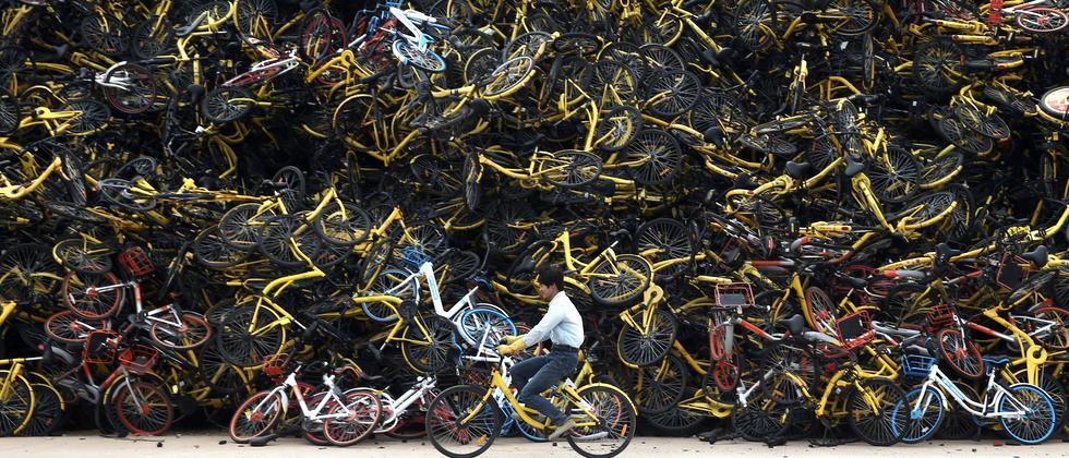Bikesharing gilt als nachhaltig – doch hier in China landen tausende vernetzte Räder auf dem Müll.