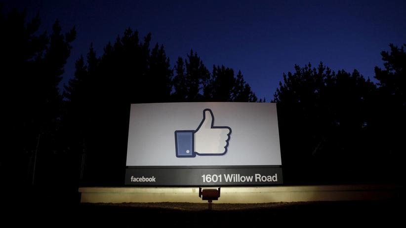 Soziales Netzwerk: Logo vor dem Hauptquartier von Facebook