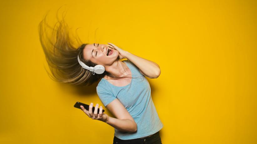 YouTube Music: Musikhören geht jetzt auch per YouTube Music. Aber das macht nur in der Bezahlvariante Spaß.
