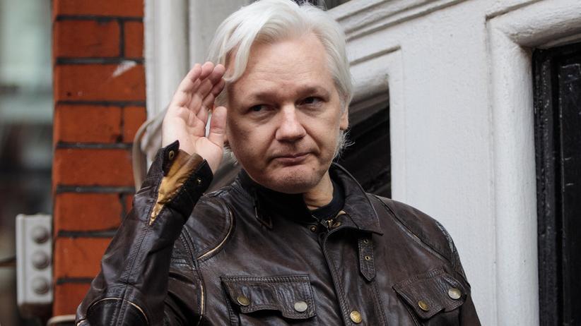 WikiLeaks: WikiLeaks-Gründer Julian Assange vor der ecuadorianischen Botschaft in London
