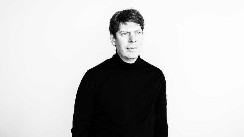 Smart Home: Der Xing-Gründer Lars Hinrichs hat in Hamburg das Apartimentum aufgebaut, einen voll vernetzten Wohnkomplex. Dort bekommt der Mieter eine Mitteilung auf sein Smartphone, wenn er Post bekommt, und kann durch eine Kamera sehen, wer vor seiner Tür steht.