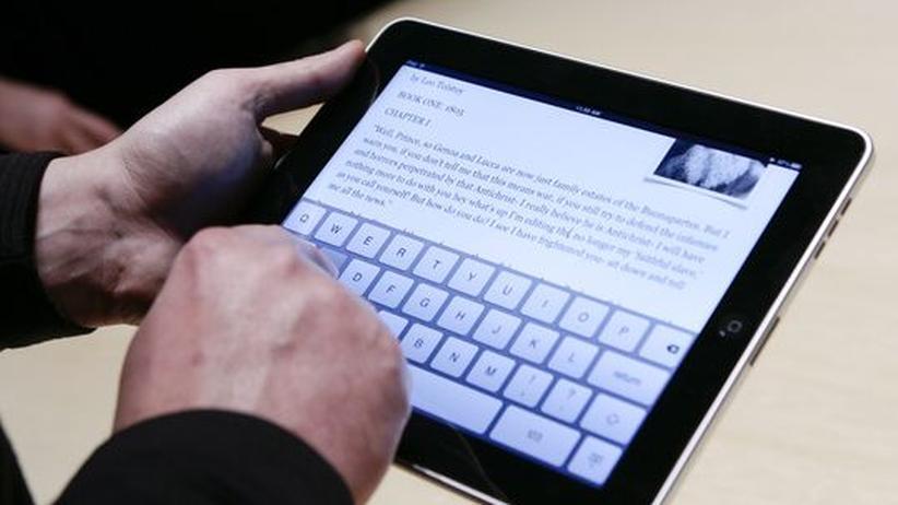 Das iPad bei seiner Vorstellung in Kalifornien. In die Hand nehmen durften es bislang nur wenige.