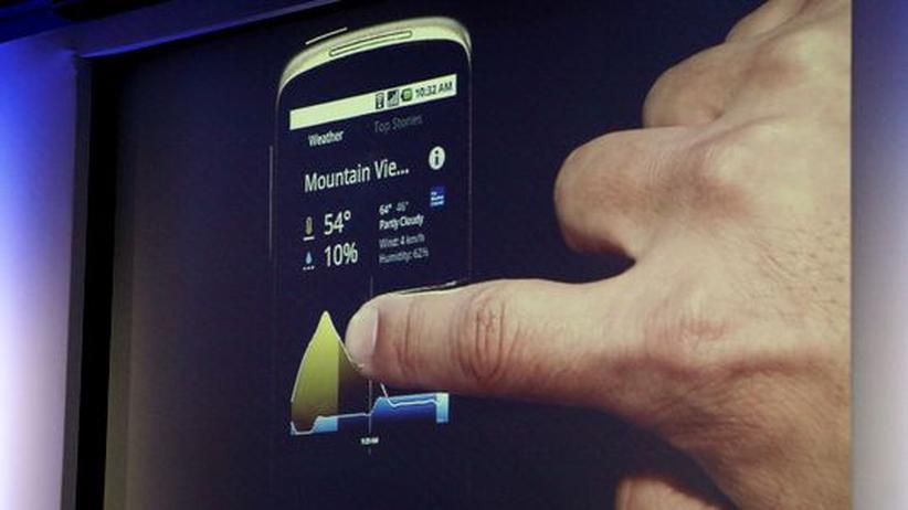 Das Nexus One bei einer Präsentation durch Google