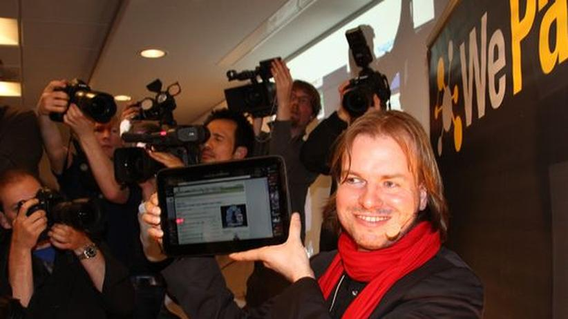 """Tablet-PCs: Helmut Hoffer von Ankershoffen präsentierte kürzlich in Berlin das """"WePad"""", das ab August in Deutschland zu haben sein soll. Im Gegensatz zu Apple's iPad hat das WePad einen größeren Monitor, einen Karten-Slot sowie HDMI und USB-Anschluss"""