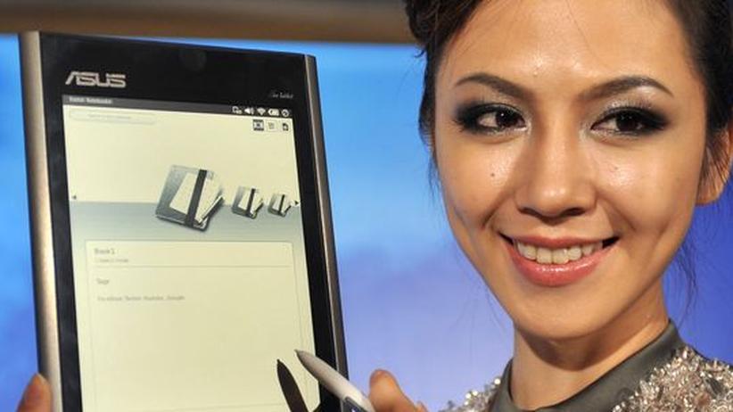 Mobiles Internet: Das Eee Tablet von Asus könnte eine günstige Alternative zum iPad werden, es soll ab Herbst in den Handel kommen. Fürs Surfen bezahlen müsste man natürlich auch dafür