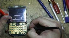 Blackberry-Reparatur in einer Werkstatt in Jakarta