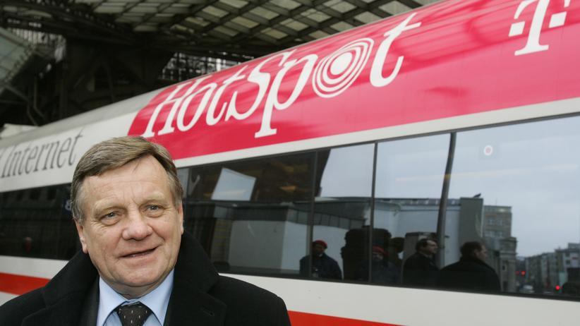 2005 startete der damalige Bahnchef Hartmut Mehdorn das Projekt WLAN im Zug. 2014 soll es endlich fertig sein.
