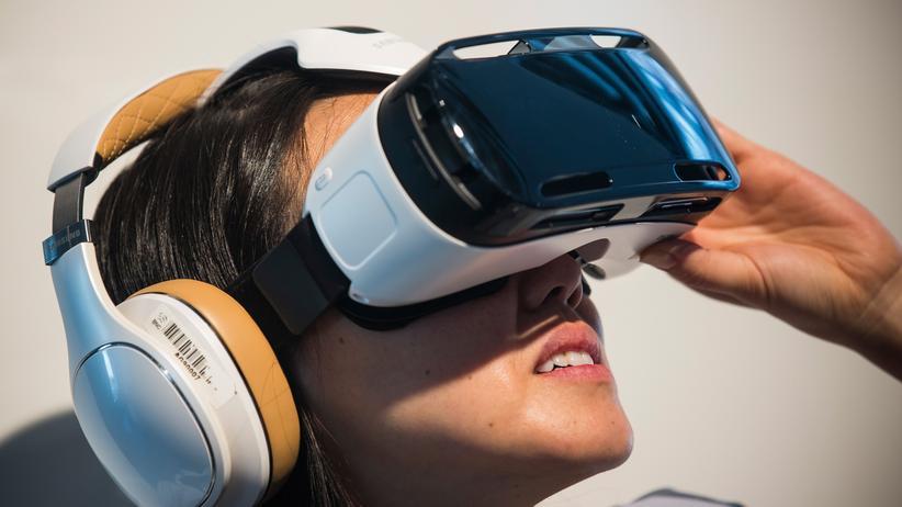 Samsungs Datenbrille Gear VR wird mit dem Galaxy Note 4 betrieben.