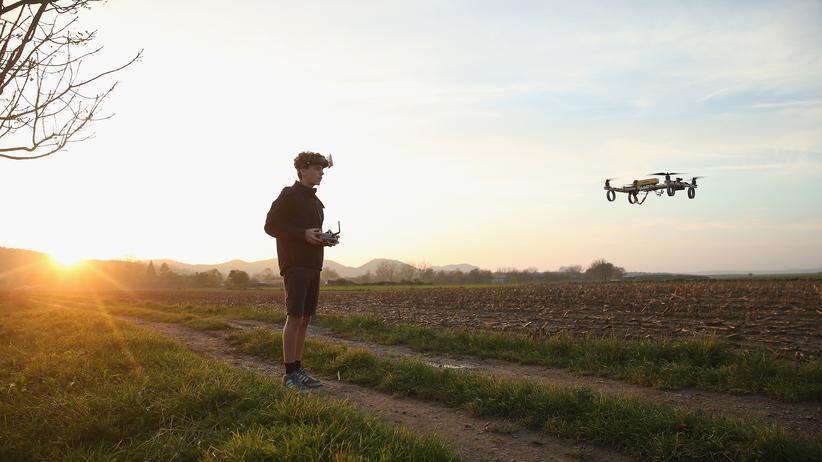 Drohnen: Digital, Drohnen, Drohne, Flugverbot, Flugroboter, Privatsphäre, Garten