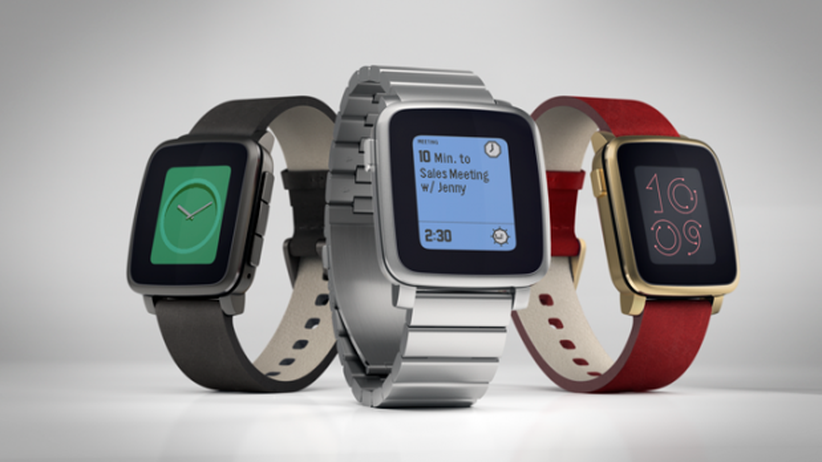 Die Pebble Time und Pebble Time Steel (Mitte)