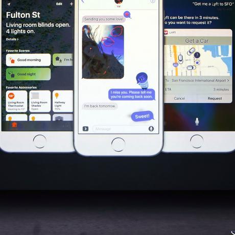 Apple-CEO Tim Cook stellt das neue iOS 10 vor.