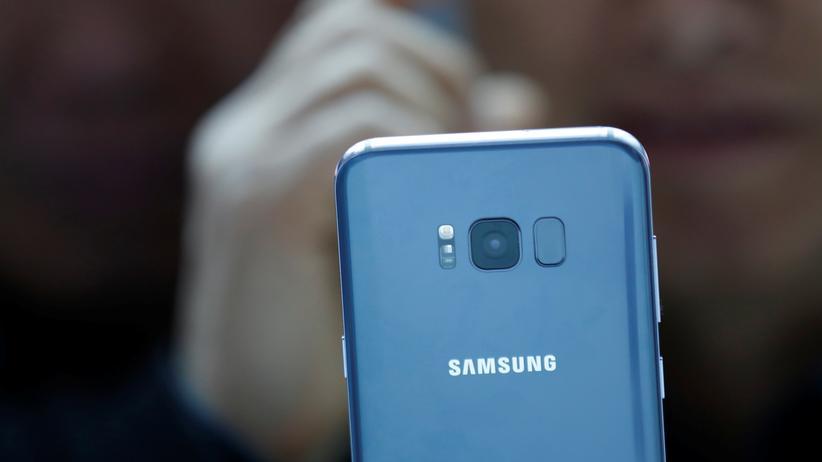 Samsung Galaxy S8: Der Fingerabdrucksensor ist direkt neben der Kameralinse.