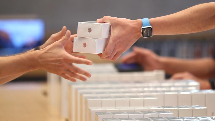 """""""Ich nehm zwei!"""" - Verkauf von iPhones im Berliner Apple Store"""