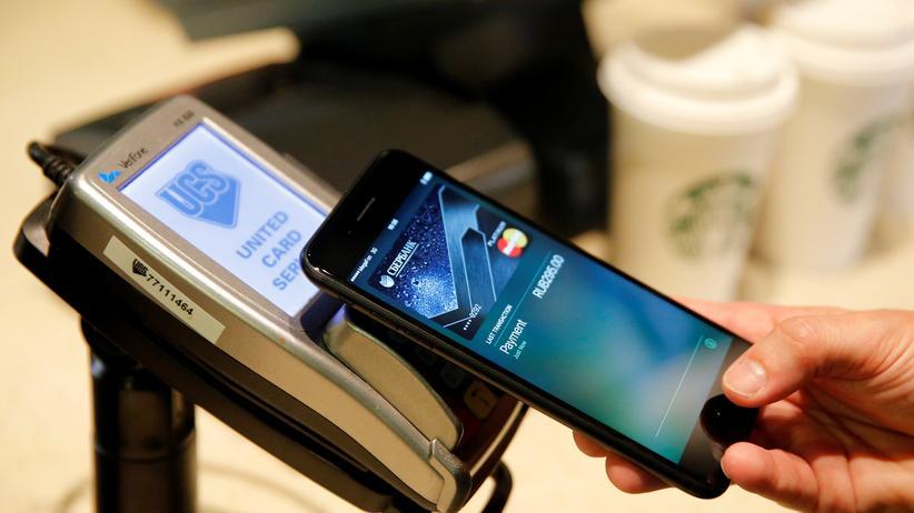 Mobiles Bezahlen: Zum Jahresende soll Apple Pay auch in Deutschland funktionieren