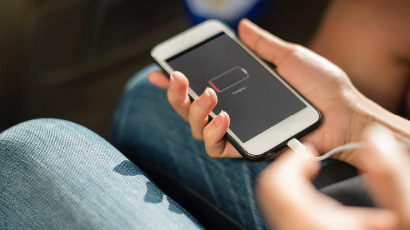 USB-C: Bisher haben viele Smartphone-Hersteller unterschiedliche Ladekabel.