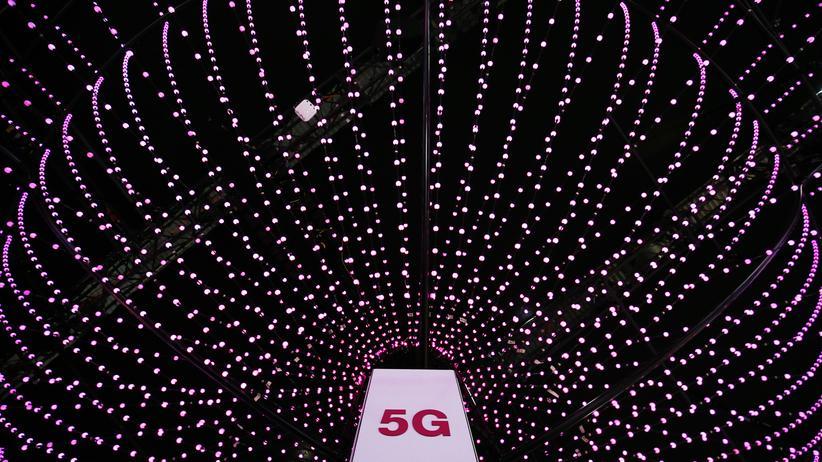 5G: Bild einer 5G-Antenne am Stand der Deutschen Telekom auf der Mobilfunkmesse Mobile World Congress (MWC) im Februar 2018 in Barcelona.