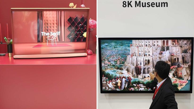 IFA: Samsung präsentiert einen Fernseher in farblich abgestimmter Umgebung (links), das TV-Gerät von Sharp kann man in eine Kunstgalerie umfunktionieren (rechts).