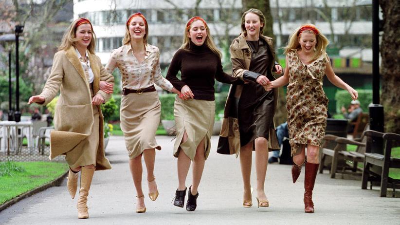 Junge Frauen: Auf der Suche nach der zweiten Hälfte – offensichtlich noch frohen Mutes.