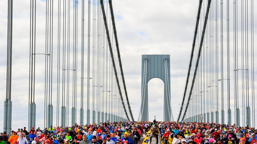 Marathon: Ein gefülltes Fußballstadion hetzt durch die Stadt, hier beim New York Marathon.