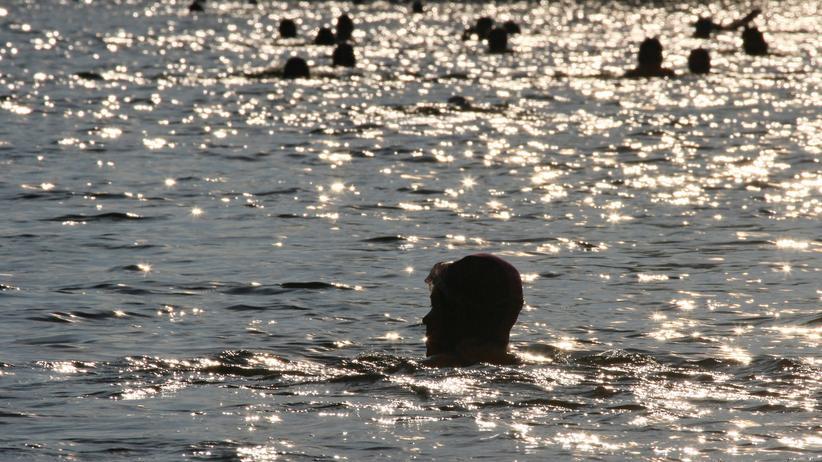 Basel: Ein Bad im Fluss. (Archivbild)