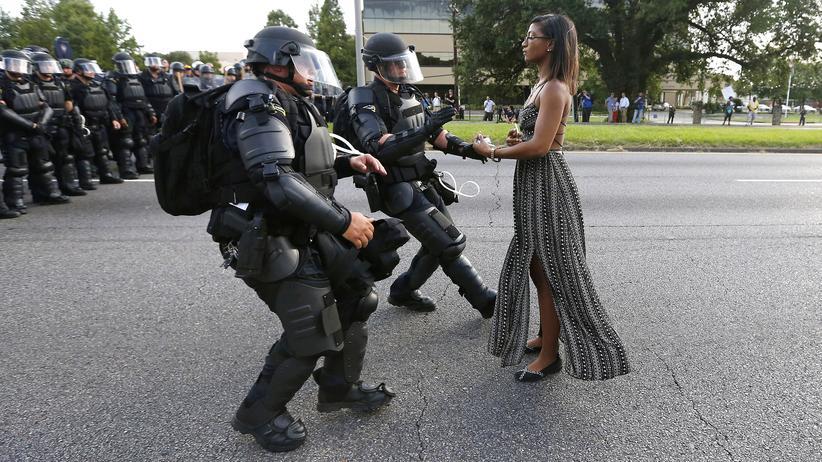 Ieshia Evans: Juli 2016: Die Krankenschwester Ieshia Evans in Baton Rouge, Louisiana, auf einer Demonstration gegen rassistische Polizeigewalt