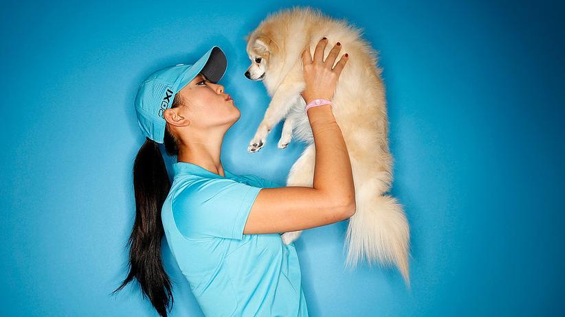 Hunde: US-Golfprofi Michelle Wie posiert mit ihrem Spitz namens Lola.
