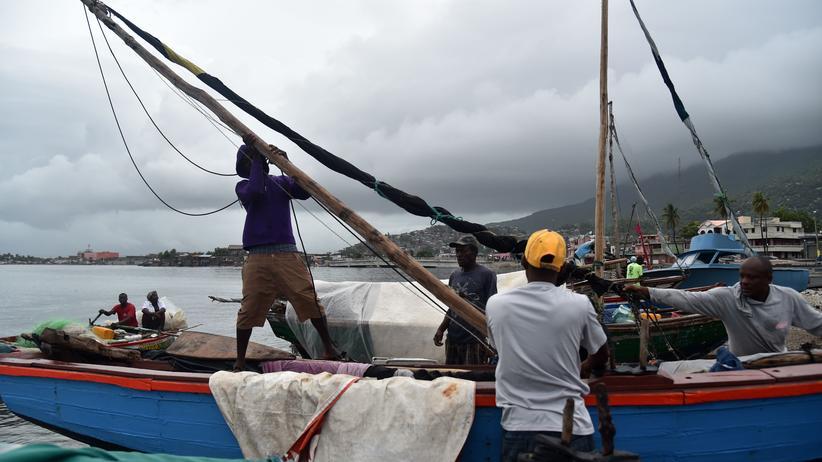 Hurrikan Irma: Fischer auf Haiti sichern ihre Boote.