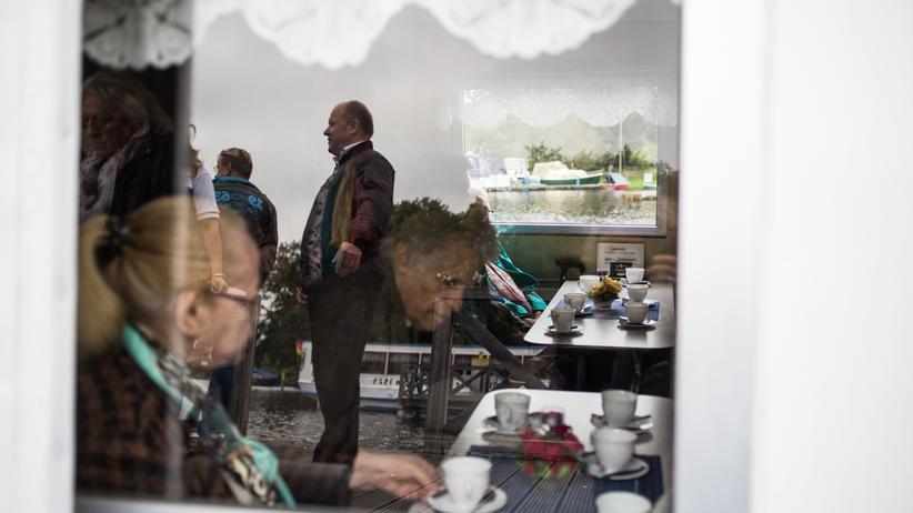 altersarmut-senioren-tagesausflug-busfahrt-berlin-neukoelln-aufmacher