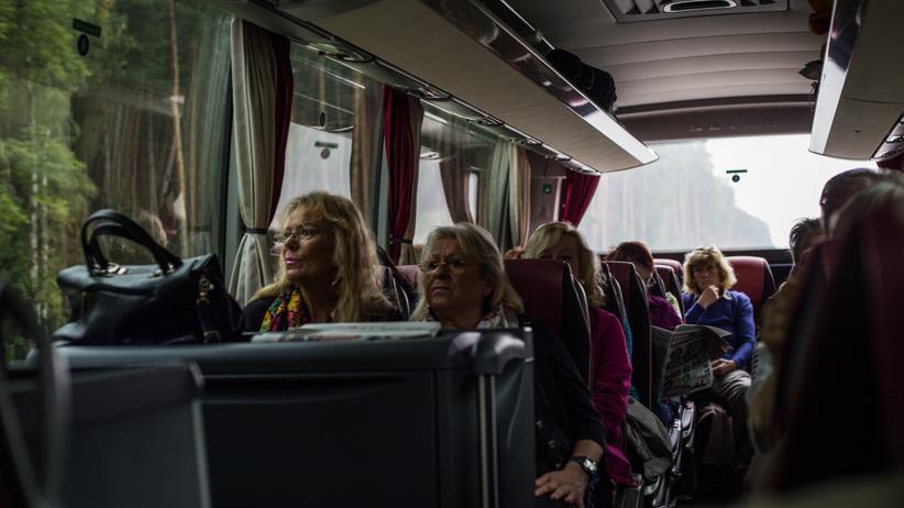 altersarmut-senioren-tagesausflug-busfahrt-berlin-neukoelln-bus