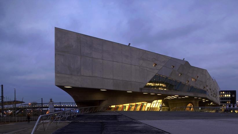Bilbao-Effekt: Der Entwurf des Phaeno in Wolfsburg stammt von der verstorbenen Stararchitektin Zaha Hadid.