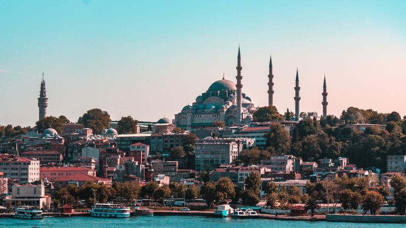 Istanbul: Viel hat sich für Touristen in Istanbul nicht verändert. Nur die Schlangen am Ticketschalter vor der Hagia Sophia sind deutlich kürzer als früher.